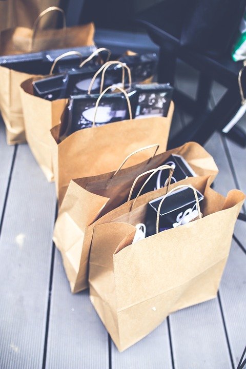 https://pixabay.com/en/shopping-bags-paper-brown-blank-791585/